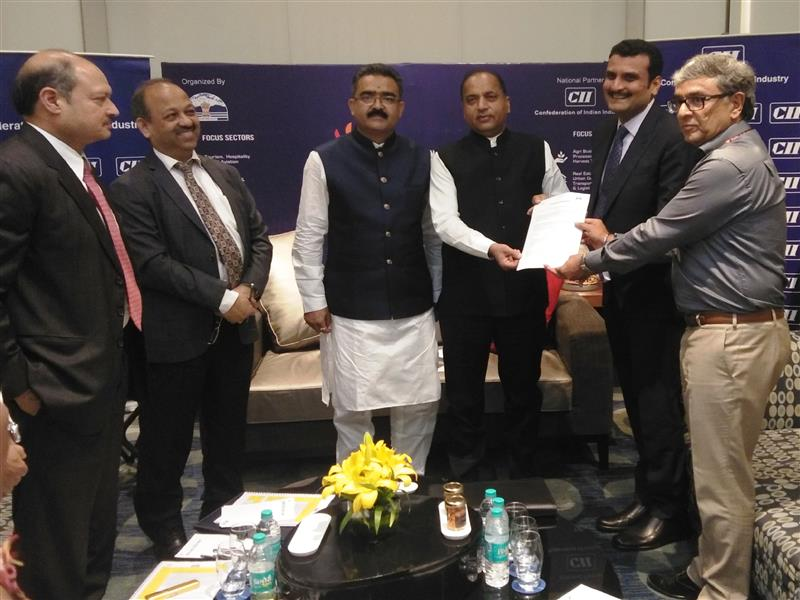 Chief Minister Jai Ram Thakur during signing of MoU with Ski Himalayas Ropeway company at New Delhi on 10 July 2019